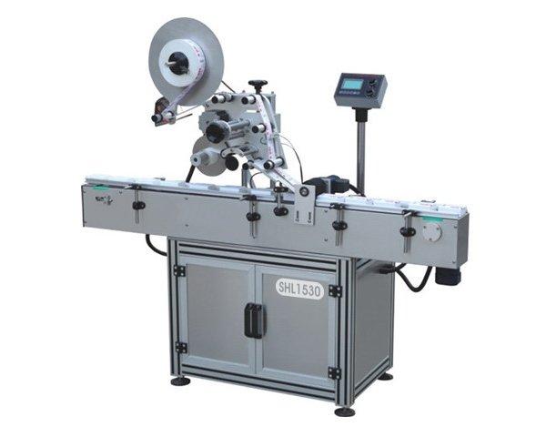 Flat surface labeling machine