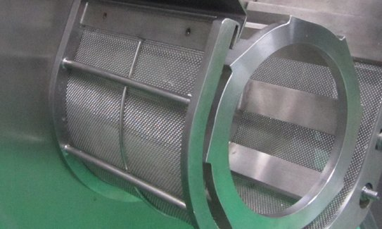 Roller compactor sieve system