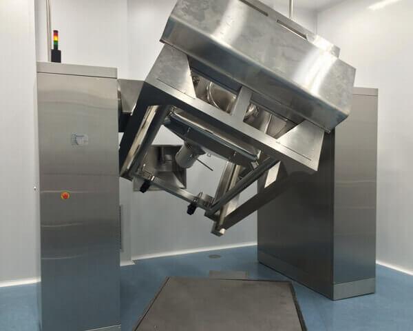 Rotating IBC blending system